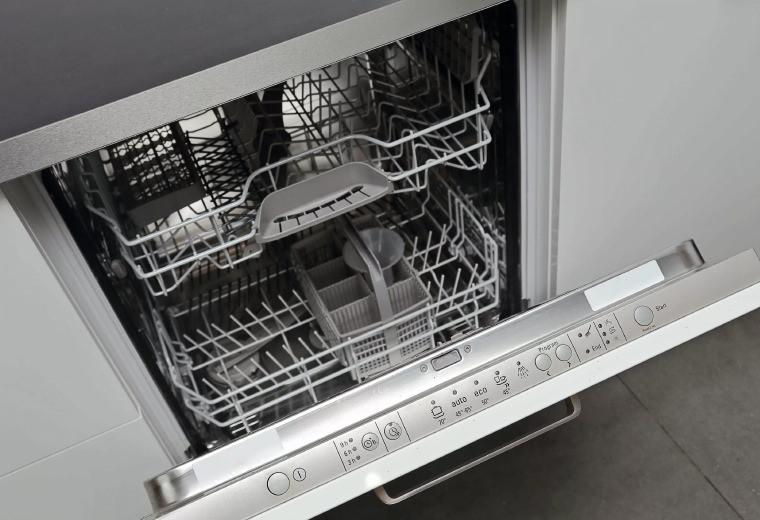 Замена дверцы посудомоечной машины