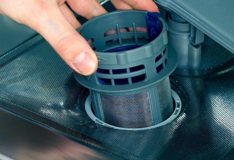 Замена фильтра посудомоечной машины
