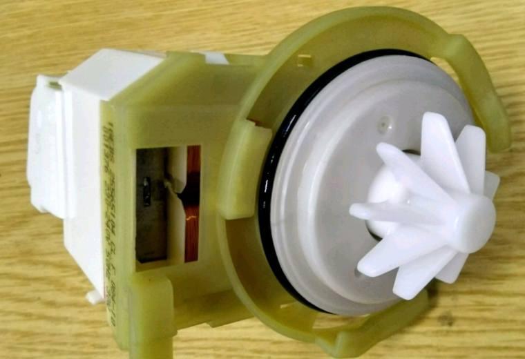 Замена сливного насоса в посудомоечной машине